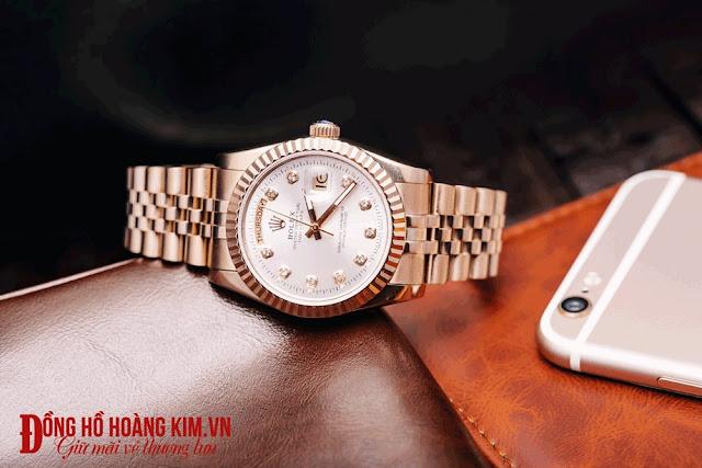 Đồng hồ thích hợp để tặng bạn trai nhân dịp giáng sinh