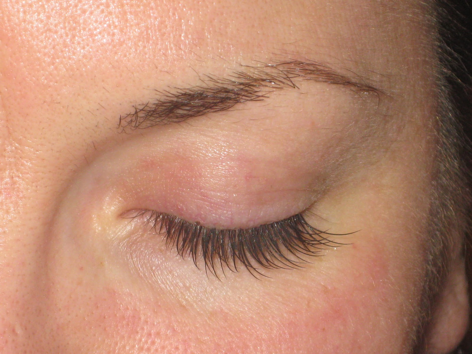 0e07e37070c Most customers enjoy a full set of lashes where between 70-100 lashes are  applied to each eye to create a natural but glamorous look.