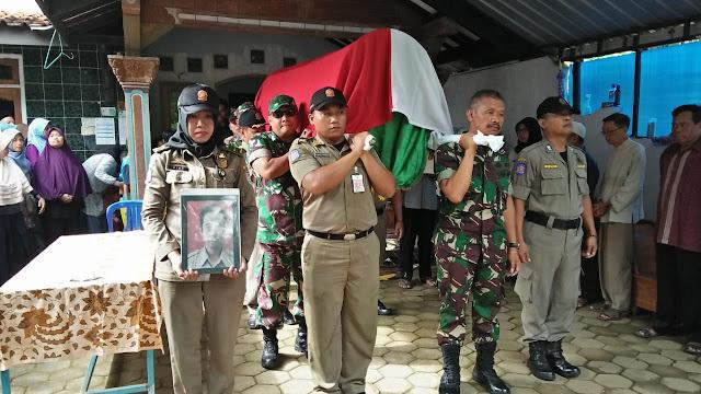 Wujud Empati, Danramil Cilacap Utara Takziah ke Rumah ASN Almarhum Toto Supriyanto