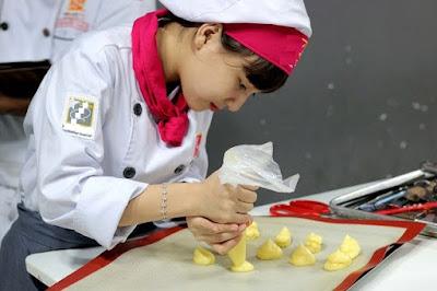 Đầu bếp bánh (Pastry Chef/ Patissier)