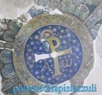 Mosaico del monogramma di Cristo nella volta del battistero