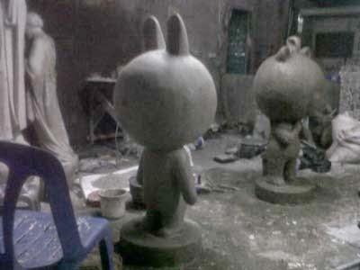 proses pembuatan patung maskot