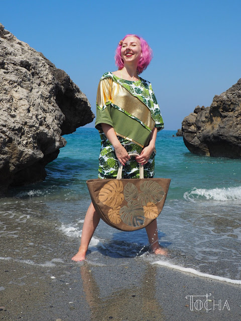 monstera deliciosa, dresowka, dress, philodendron, Crete, Kreta, Agia Fotini, washpapa, beach bag, summer dress, sweatshirt, kimono sleeve, bat sleeve, slow fashion,