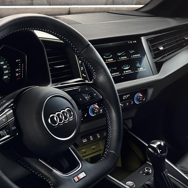interni audi a1 2018/2019 pulsanti, tasto accensione, volante s line e leva cambio