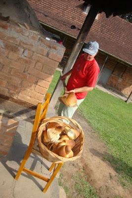 Pão saindo do forno