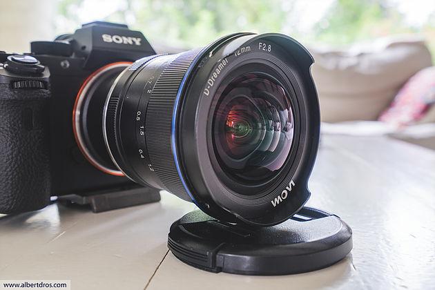 Laowa 12mm f/2.8 установлен через адаптер на Sony A7R II