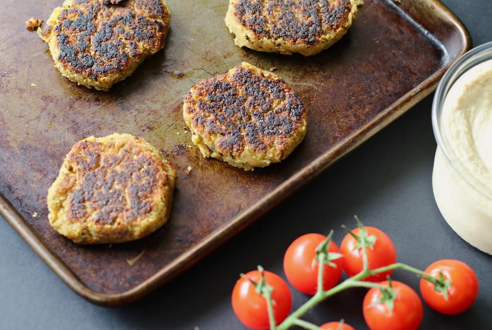 Simple-vegan-falafel-salad-falafel