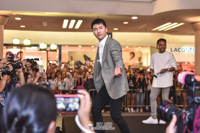 Seungri Bigbang in Malaysia Meet Greet Dr. Gloderm Watsons Photo @ 1Utama Shopping Mall #SEUNGIINMY