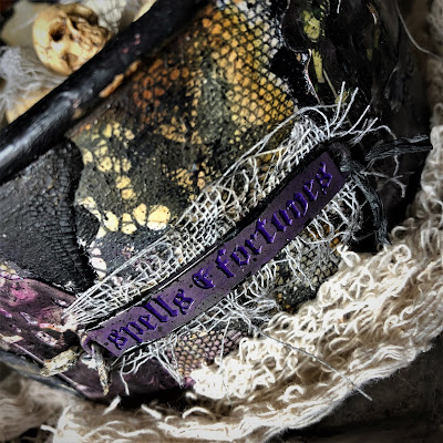 Sara Emily Barker sarascloset https://sarascloset1.blogspot.com/2018/10/a-tiny-witching-cauldron.html Altered Cauldron with Tim Holtz Sizzix Alterations, Distress and Ideaology 7