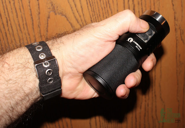 Lumintop SD4A [4xAA LED Flashlight] - In Hand 1