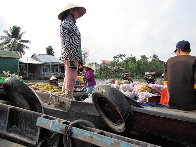 phong dien floating market mekong delta vietnam