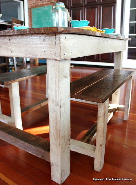 pallet furniture, farmhouse kitchen, table, DIY, minwax, shabby, http://goo.gl/z9bPYj