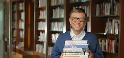 Voici pourquoi Bill Gates lit au moins 50 livres par an