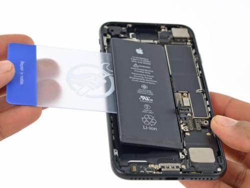 thay-pin-iphone-7-plus-chinh-hang