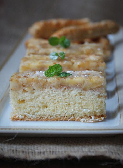 ciasto z jabłkami,ciasto ucierane,najprostsze ciasto,jabłka,szarlotka