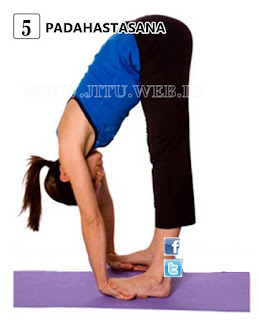 Yoga Padahastasana untuk hilangkan perut buncit.