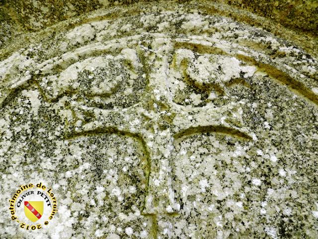 SOULOSSE-SOUS-SAINT-ELOPHE (88) - La fontaine - Tympan roman