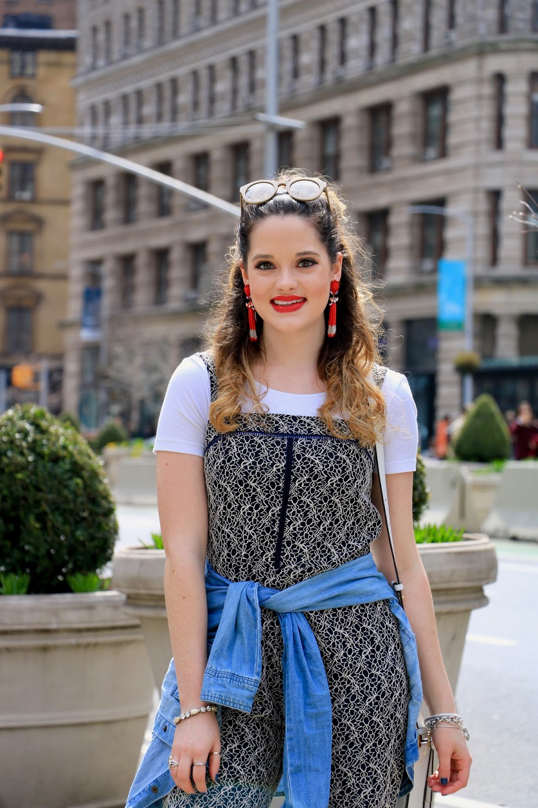 Nyc fashion blogger Kathleen Harper showing how to wear a jacket around your waist