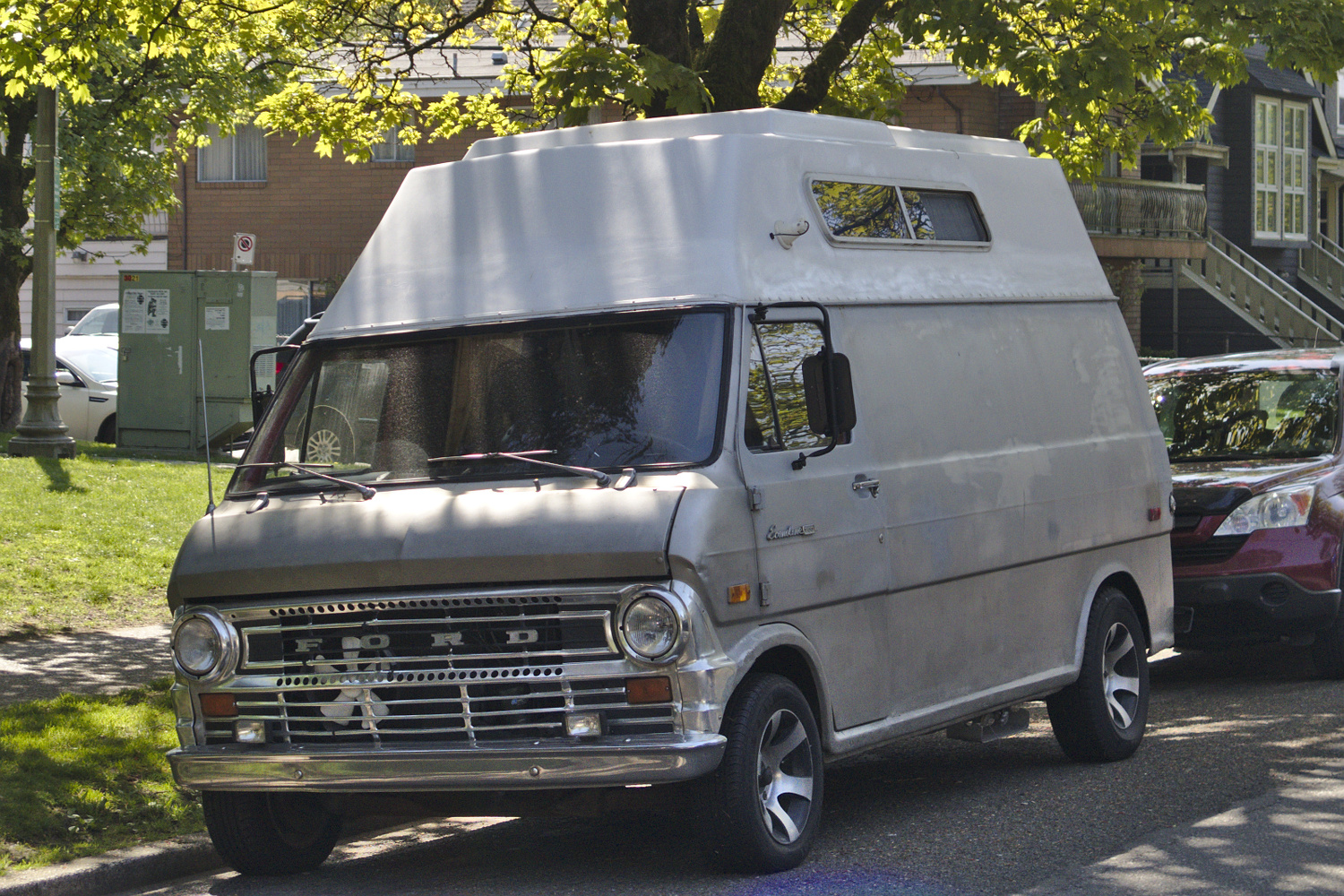 old parked cars vancouver 1972 ford econoline van. Black Bedroom Furniture Sets. Home Design Ideas