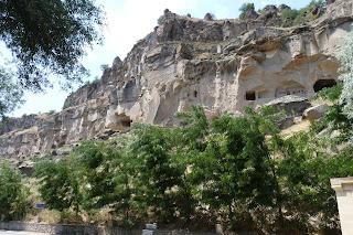 Iglesia excavada en la roca cercana a Belisirma.