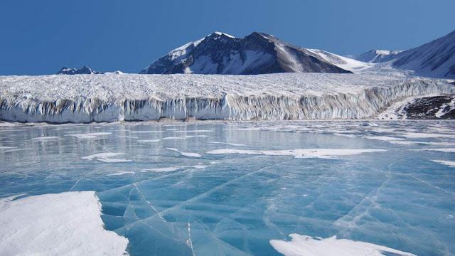 Ανακάλυψαν 91 ηφαίστεια κάτω από τους πάγους της Ανταρκτικής