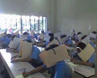Niños haciendo examen