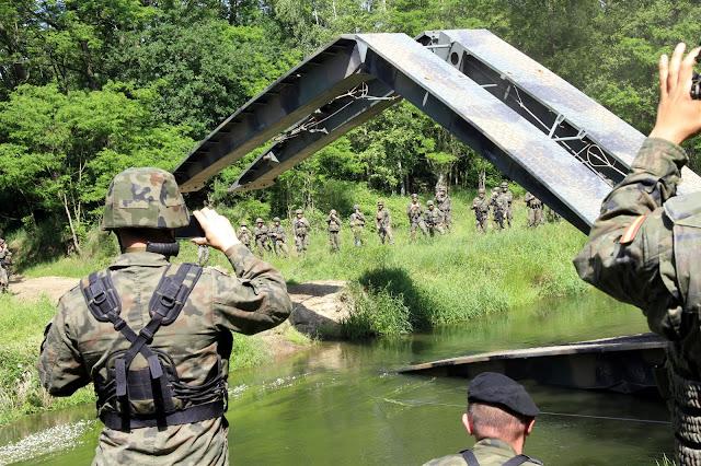 Operación de paso de ríos de zapadores españoles e ingenieros británicos y Polacos