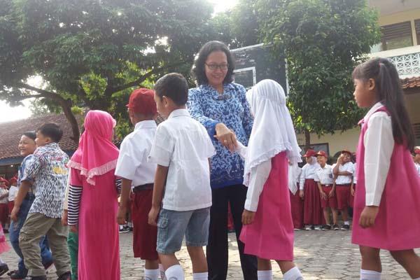 Mengajari Anak Berani Bertegur Sapa