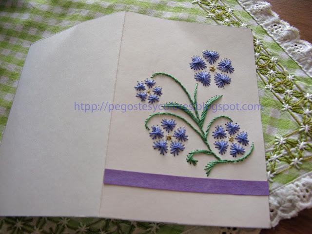 Pegostes y Colores: Tarjeta de Violetas Bordadas en Papel