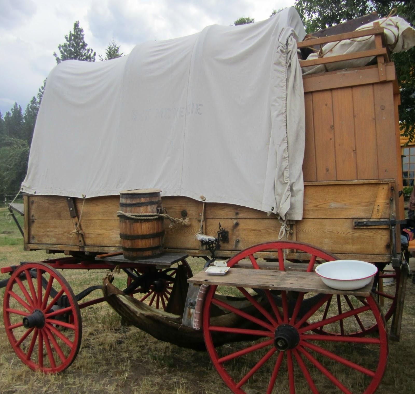 Chuck Wagon Side By Side: Westward Bound, Pioneers Etc  1800