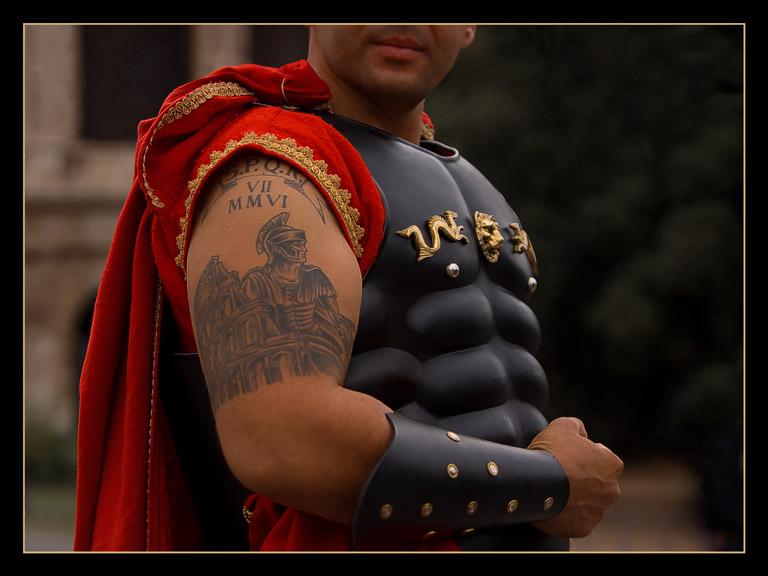 la toge et le glaive: le tatouage dans l'antiquité romaine.