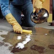 Como eliminar las molestas manchas de aceite del coche que for Como quitar las manchas del piso del bano