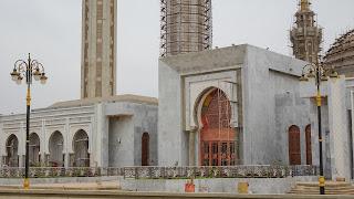 Mosquée Massalikoul Jinan is in the middle of Dakar Peninsula