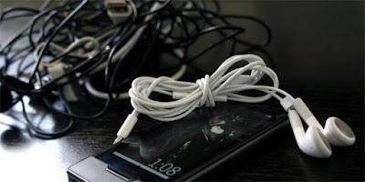 Cara Menggulung Kabel Earphone Yang Benar