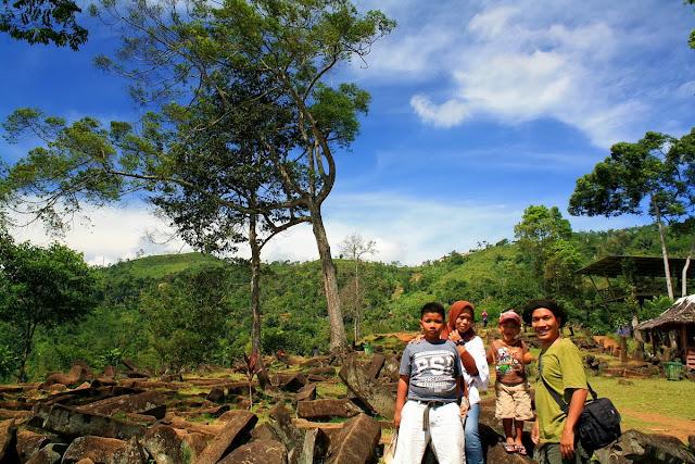 Traveling bersama keluarga ke Situs Megalitikum Gunung Padang Cianjur.