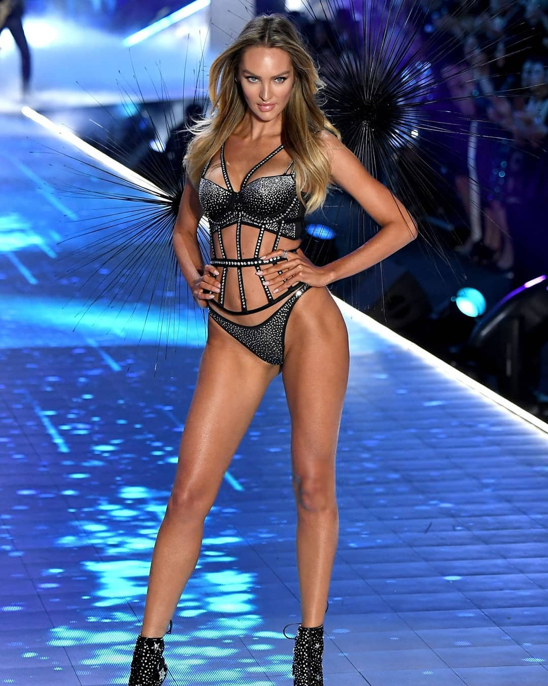 Candice Swanepoel Hot Ramp Walk Photos