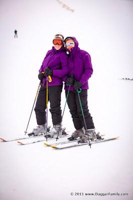 Jill Duggar and Jessa Duggar skiing