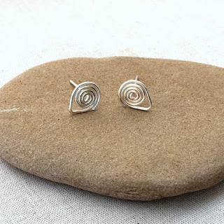 I need to make these! Spiral Post Ear wire free tutorial