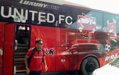 Gambar Bus Baru Madura United FC 2017