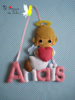 nombre-fieltro-angelito-Anaïs-decoración-infantil-letrero-name-banner-felt-feltro-elbosquedelulu-regalo-personalizado-hechoamanoparati