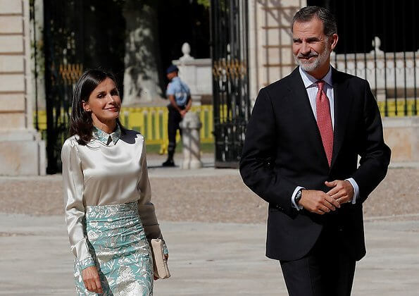 Queen Letizia wore floral midi skirt by Duyos. Juan Duyos started working with designer Manuel Piña. silk top