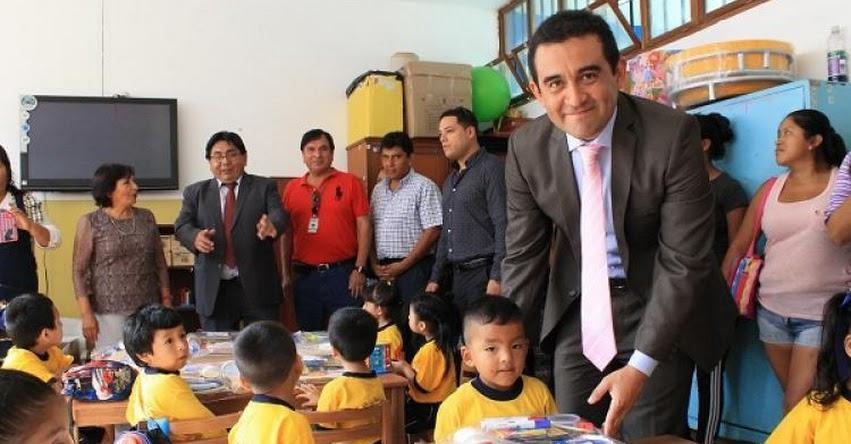 Donan lista completa de útiles a 6,500 estudiantes del Callao