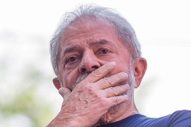 Lula é inelegível e não pode disputar a Presidência, decide TSE