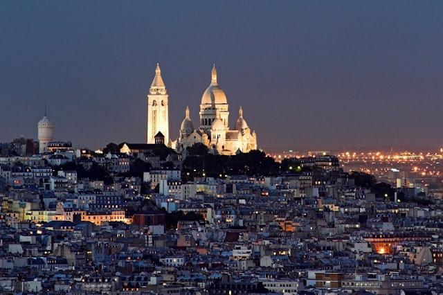 Vista do Sacré-Coeur no Ano Novo em Paris