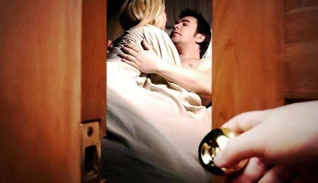 पति का किसी दुसरी औरत के साथ चक्कर है कैसे पता करें? Kya aapka pati aapko dhokha de rahaa hai