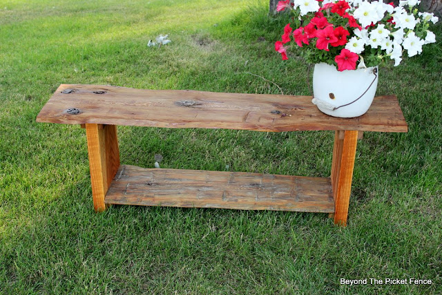 barnwood, reclaimed wood, live edge, build it, DIY, beyond the picket fence, http://bec4-beyondthepicketfence.blogspot.com/2015/08/live-edge-reclaimed-wood-bench.html
