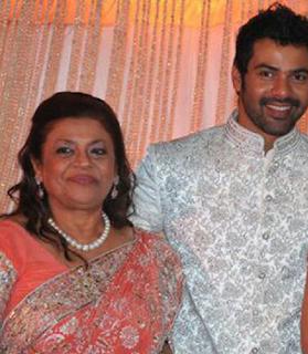 Foto Shabir Ahluwalia dengan Ibunya