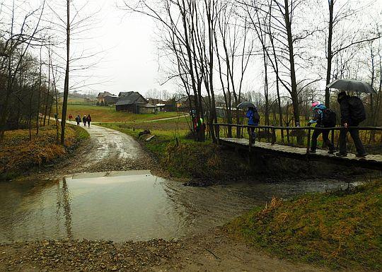 Mostek nad potokiem Zakrzówka.