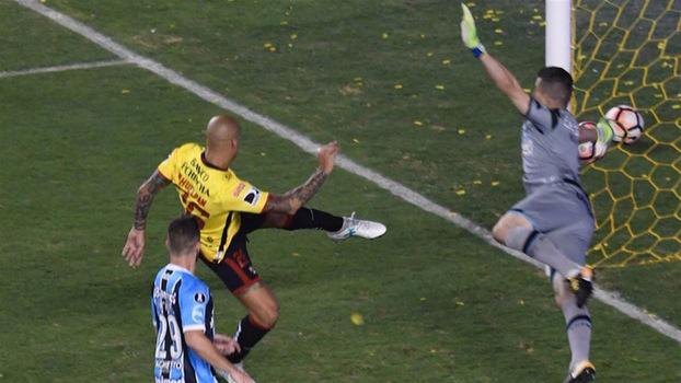 Via WhatsApp, jogadores do Grêmio decifram rivais e estudam Lanús para a decisão