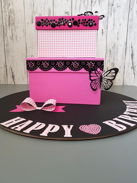 Geburtstagstorte aus Schachteln